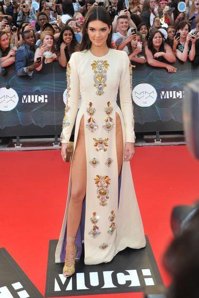 Kendall Jenner decidió no usar bragas y arribar a la alfombra roja muy a...