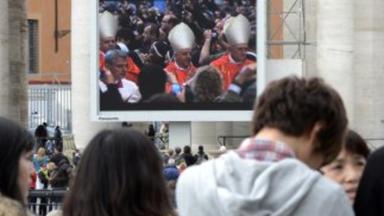 A la misa pudieron asistir los fieles que hicieron largas filas. Quienes...