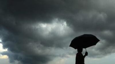 A primeras horas del viernes se formó una depresión tropical frente a la...