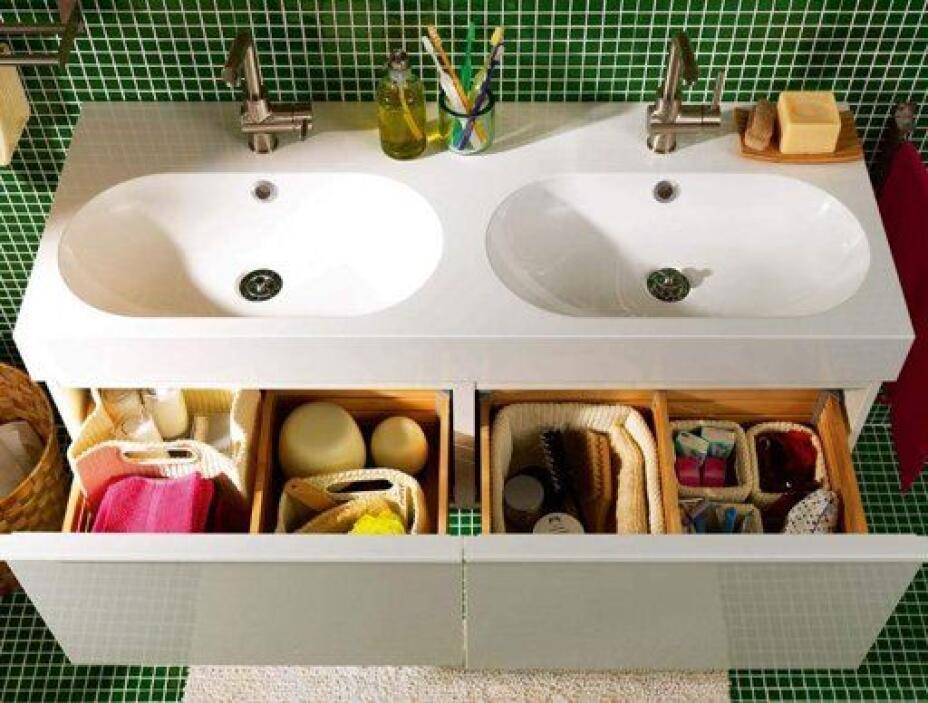 En los cajones del baño puedes poner un organizador de tela para separar...