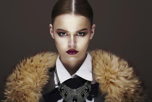 De piel. ¿Te animas a usar una bufanda de piel sintética?...