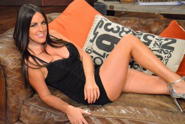 Claudia Romani demuestra lo sexys que pueden ser las italianas.