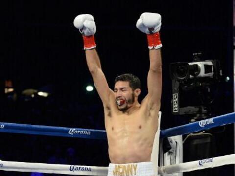Jhonny González noqueó en el primer round a su compatriota...