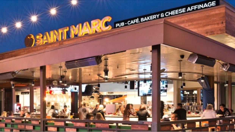 """Restaurante que despidió a un mesero por pedir a clientes """"prueba d..."""