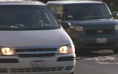 Podría haber fuertes aumentos a la gasolina en California