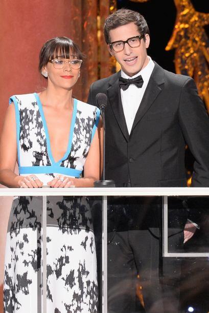 Rashida Jones y Andy Samberg anunciando otra terna.