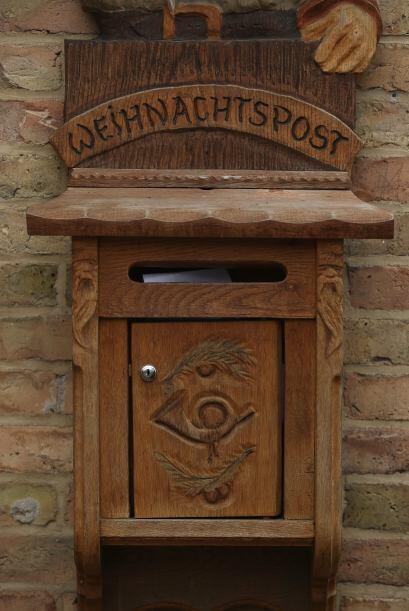 Este es el buzón de Deutsche Post que se llena con las cartas de miles d...