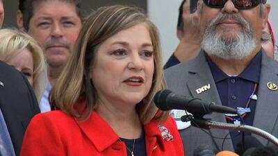 Loretta Sánchez busca ser la primera senadora latina de EEUU