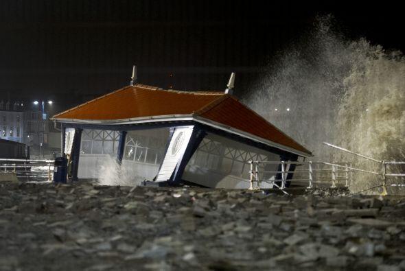 En Aberystwyth, Gales, casas costeras, negocios y dormitorios estudianti...