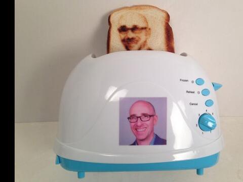 No te quedes con las ganas de tener un pan tostado con el rostro de quie...