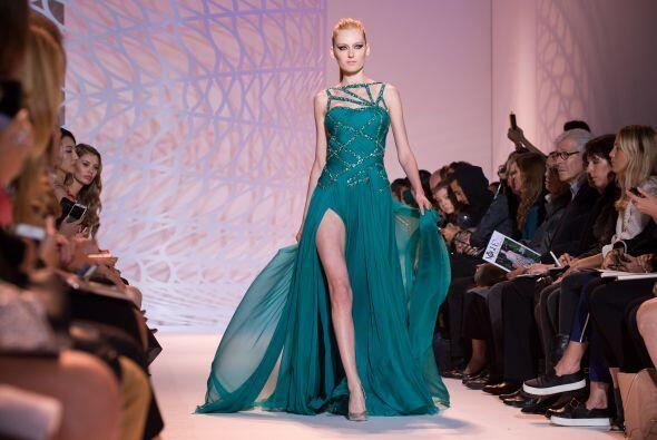 La principal característica de los vestidos de noche fueron las sensuale...