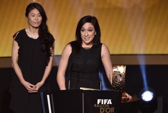 En las mujeres la alemana Nadine Kessler recibió el premio a la mejor ju...