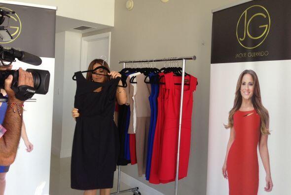 Muy emocionada Jackie nos enseñó algunos de los vestidos.