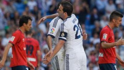 Gonzalo Higuaín hizo dos goles en su último partido como madridista.