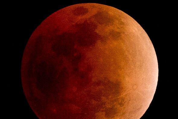 Piscis El paso del eclipse lunar actúa sobre tu signo y te confiere much...