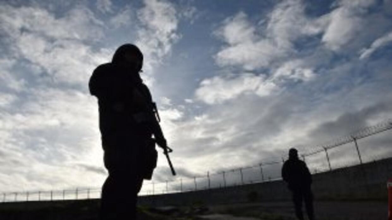 Policias federales en la prisión del Altiplano tras la fuga del Chapo