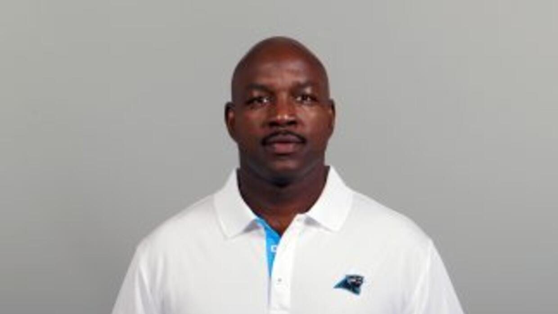 John Settle fue el entrenador de corredores de los Panthers en las últim...