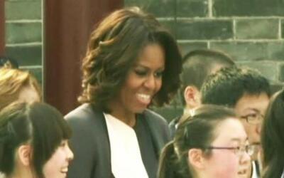 Michelle Obama salta la cuerda como niña