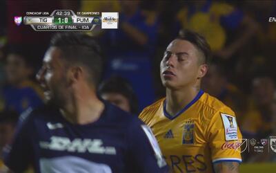 'Edu' Vargas no aprovechó regalo de Pumas y Saldívar se vistió de héroe