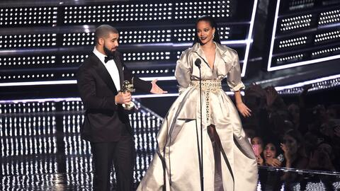 NEW YORK, NY - AUGUST 28: Drake presents Rihanna with the The Video Vang...