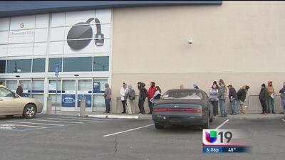 Cientos de personas de Sacramento hicieron filas en las tiendas por el '...