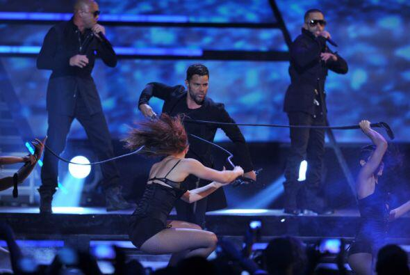 Y es que así como canta, baila y enamora a sus seguidores, el sho...