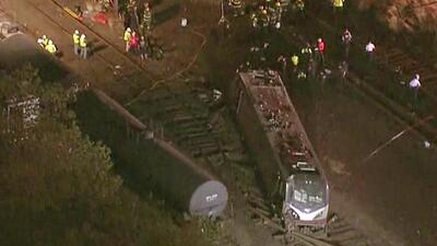 Continúan labores de rescate del accidente ferroviario en Filadelfia