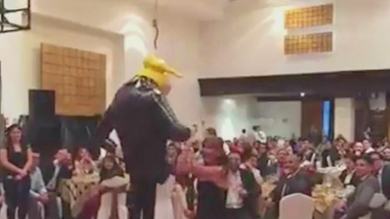 """Legisladores mexicanos festejan la navidad con un """"linchamiento virtual""""..."""