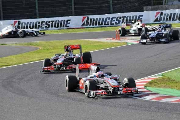 Button y Hamilton rodaron mano a mano durante la primera mitad de la car...
