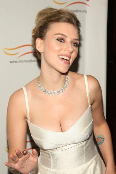 Además de su carrera como actriz, Scarlett Johansson ha incursionado en...