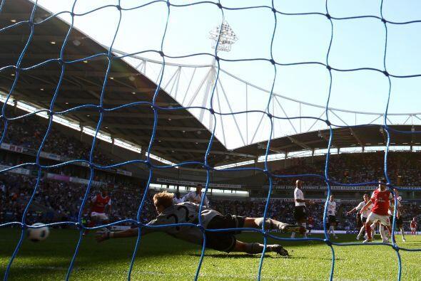 El balón alcanzó el fondo de las redes para el empate mome...