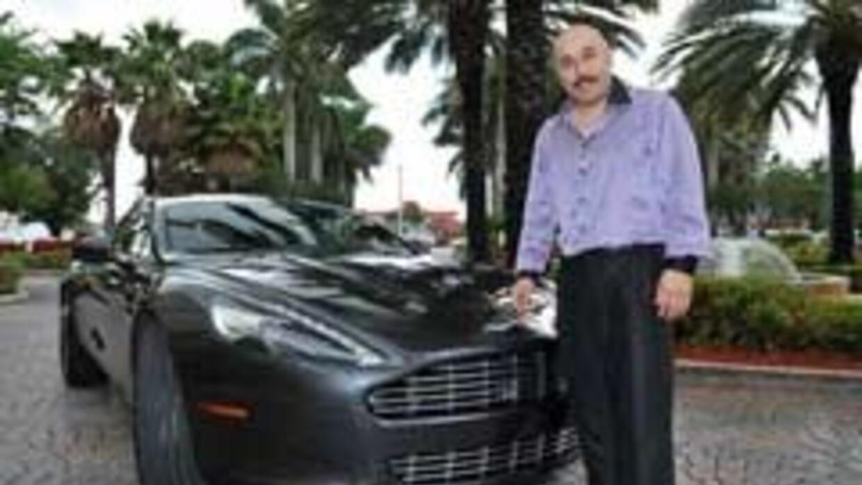 Lupillo Rivera y el Aston Martin Rapide 2010