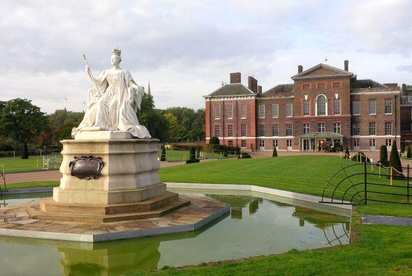 La duquesa de Cambridge llevó a su pequeño príncipe...