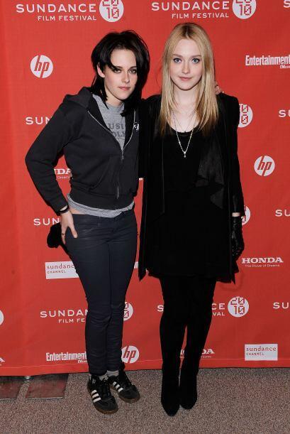 Kristen Stewart y Dakota Fanning, juntas en marzo de 2010.  Aquí los vid...