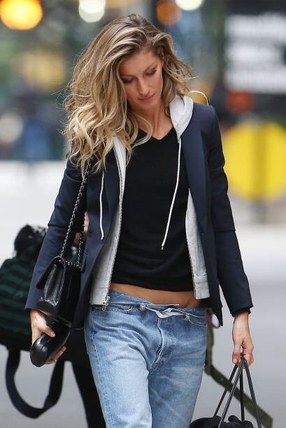 Si quieres un 'look' fresco y sport puedes inspirarte en Gisele Bundchen...