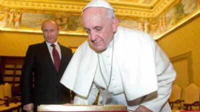 El Papa Francisco recibe al presidente de Rusia, Vladimir Putin.