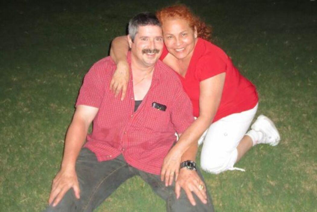 Raquel López y Humberto listos para disfrutar de los fuegos artificiales...
