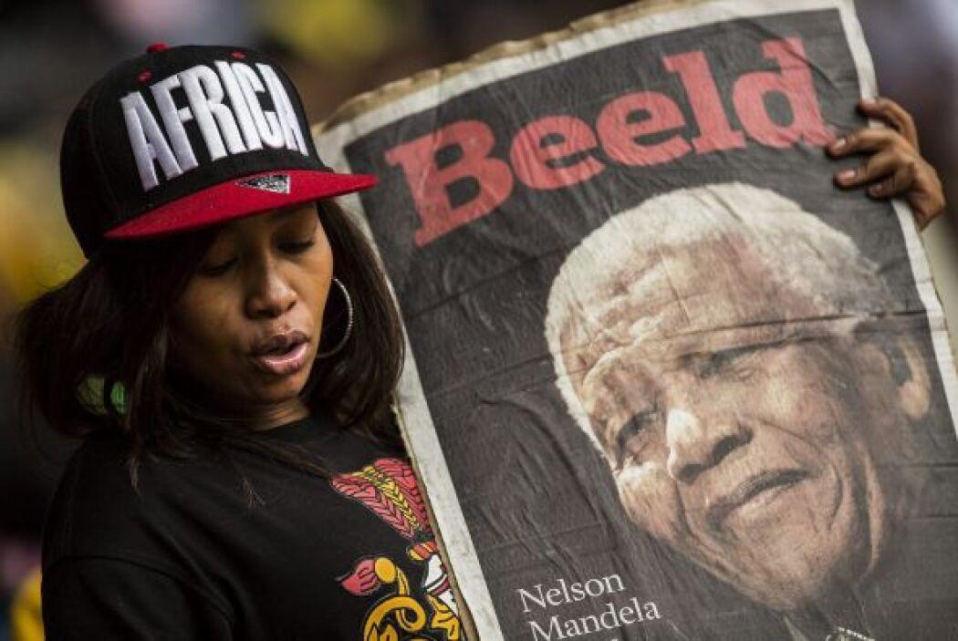 Las pancartas, fotos y recortes de Mandela llenaban todo el estadio.