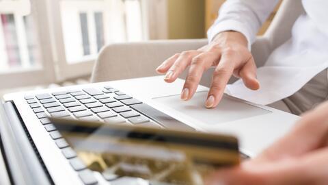 A diferencia de los avances de efectivo en tiendas, los servicios online...