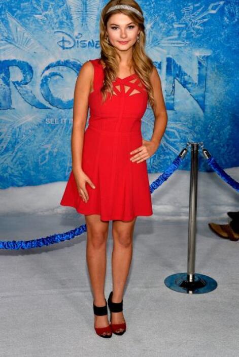 Stefanie Scott supo de llevar de maravilla el color rojo. Esta chica sab...