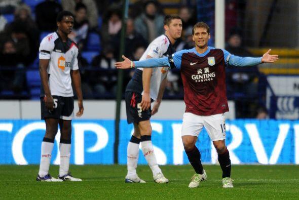 Aston Villa superó como visitante al Bolton, 2 a 1.