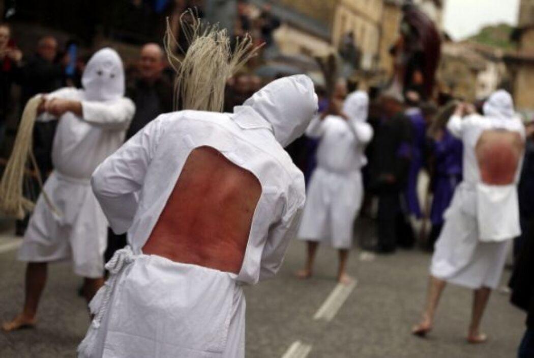 """Se trata de los penitentes de Picao durante la procesión """"Santa Vera Cru..."""