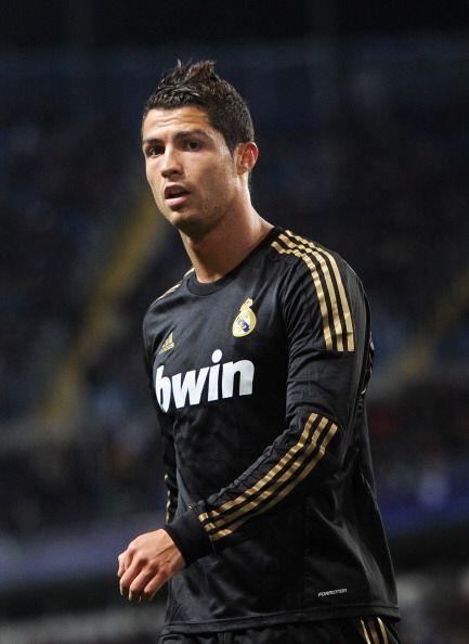 Por último pero no menos 'hot' tenemos al futbolista delantero del Real...