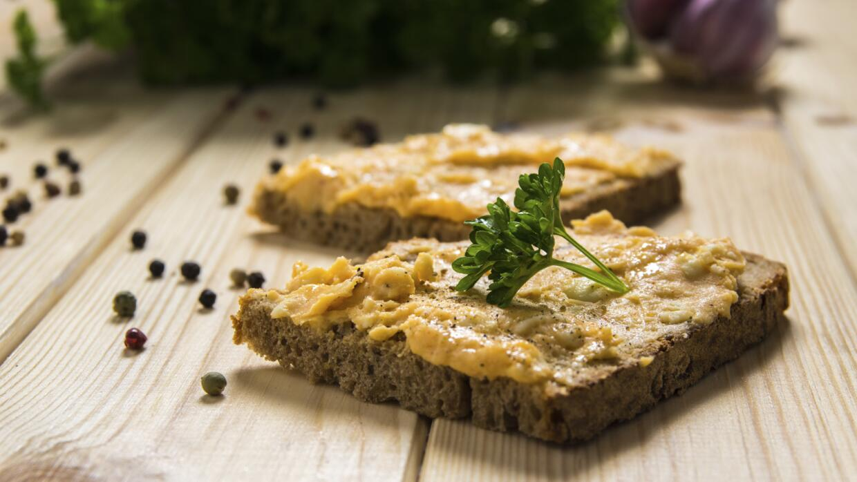 Checa estas deliciosas combinaciones para comer 'hummus' casero.
