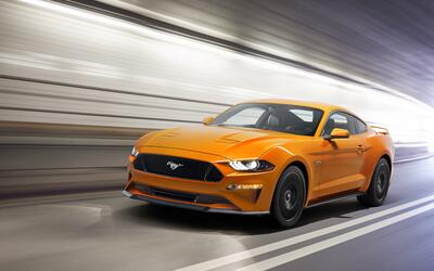 Ford Mustang 2018 con Performance Package en Orange Fury