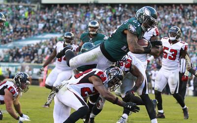Gran vuelo de Eagles al derrotar a Falcons