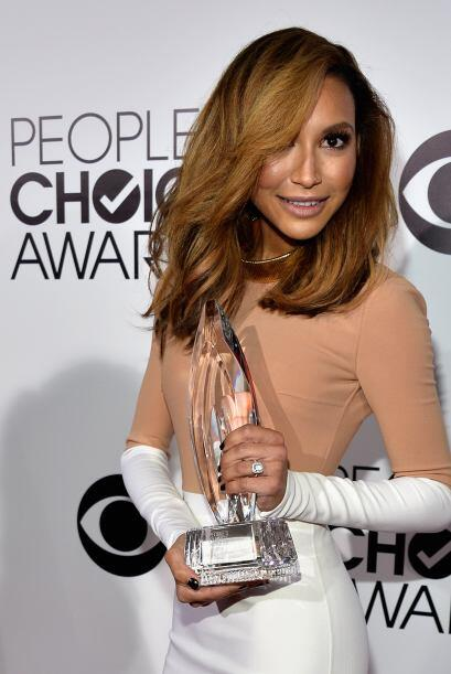 Naya Rivera posando con el People's Choice Award.