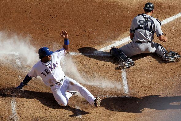 Tras robarse dos bases, Elvis Andrus anotó la primera carrera de los Ran...
