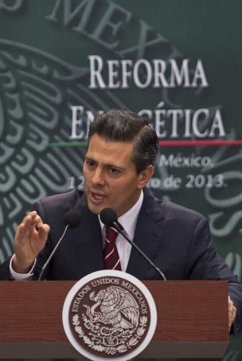 """""""No significa privatizar a Pemex, ni sustituir o restar al Estado su rec..."""
