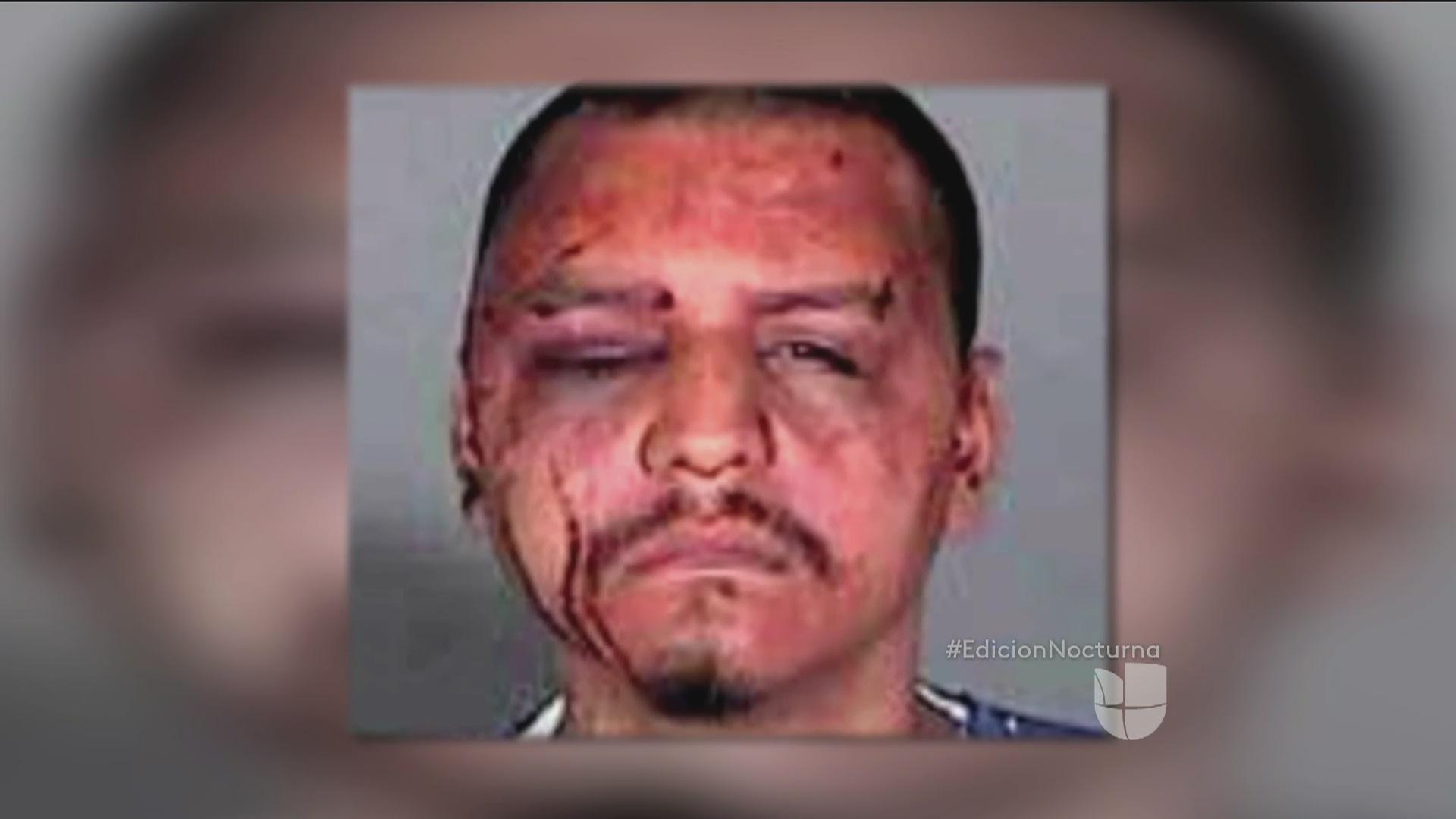 Golpean a hispano por llevar un celular a la cárcel